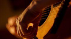 Как левше освоить игру на гитаре