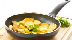 How to fry potatoes with rind