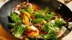 How to cook vegetables in a wok