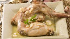Ножки кролика под сливочно-грибным соусом