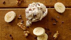 Как приготовить сливочное мороженое с бананами и орехами