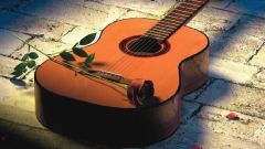 К каким инструментам относится гитара