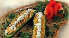 Соленые огурцы, фаршированные грибами
