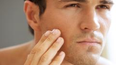 Как относиться к декоративной косметике для мужчин