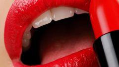 Трудный выбор: губная помада или блеск