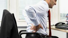 К  какому врачу лучше обратиться, если болит спина