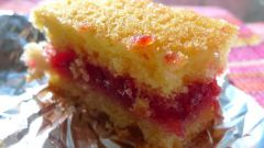 As quick and easy to prepare sponge cake with jam