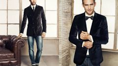 How to combine tie and jeans