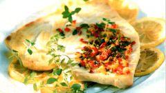 Жареный стейк из меч-рыбы с лимоном