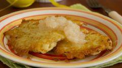 Картофельные оладьи с яблочным муссом