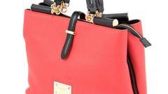 Выбираем сумочку кораллового цвета