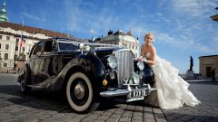 Ретро автомобиль на свадьбе – настоящая роскошь