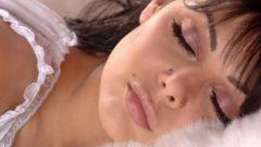 Почему некоторые спят без подушки