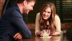Как привлечь внимание женщины в баре