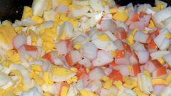 Как приготовить яйца, фаршированные крабовыми палочками