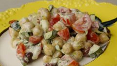 Салат из нута с оливками и черри