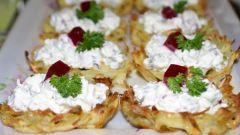 Картофельные корзиночки с селедкой