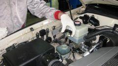 Как проверить масло в гидроусилители руля