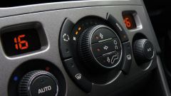 How to turn on the air conditioner in the car
