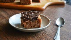 Как испечь шоколадные пирожные с орехами