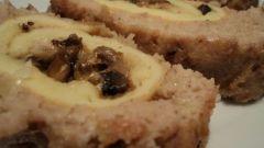 Мясной рулет с омлетом и грибами