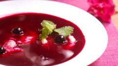 Смородиновый суп с творожными шариками