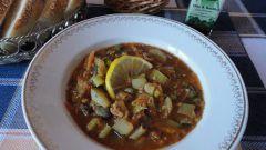 Освежающий чечевичный суп с кабачками