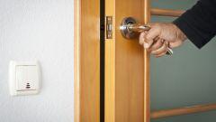 Как поменять стекло на межкомнатной двери