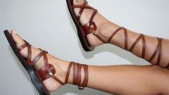 Как и с чем носить греческие сандалии