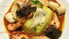 Готовим теплый салат из морепродуктов, картофеля, баклажанов и перца