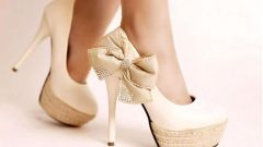 What shoes go with white dress