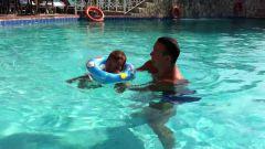 Стоит ли учить ребенка плавать
