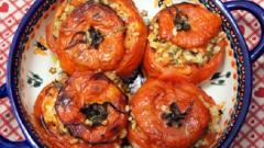 Как приготовить вкусные помидоры, фаршированные рисом?