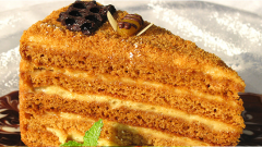 Как приготовить медовый торт на праздник