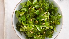 Как приготовить салат с листьями корн