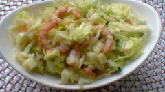 Салат из молодой капусты и креветок