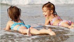 Купание в море для малышей
