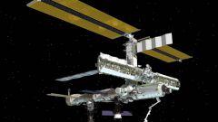 По какому времени живут космонавты МКС