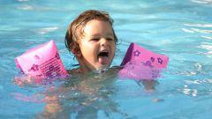 Как летом научить ребенка плавать