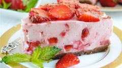 Как приготовить торт из клубники без выпечки