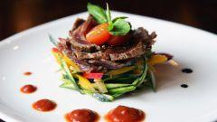 Салат со свининой под соусом терияки