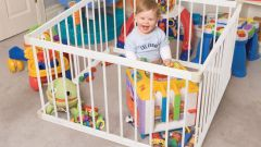 How to make a playpen for a child improvised