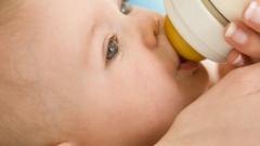 Почему маленьким детям полезно пить молоко