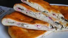 Пирог со свекольной ботвой, сыром и зеленым луком