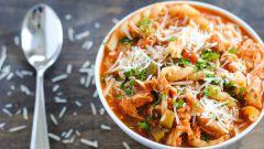 Куриный суп с макаронами и пармезаном