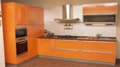 Дизайн кухни со шкафом-пеналом