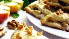 Готовим песочные треугольники с яблоками, изюмом и грецкими орехами