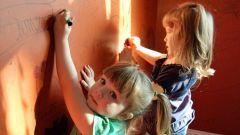 Ребенок украшает ваши стены