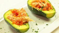 Жареные креветки с авокадо