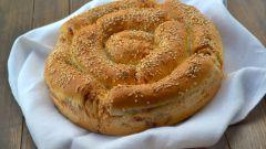 Как приготовить порционный пирог с сыром и колбасой
